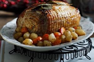 Mish i pjekur: Tava javore me mish të pjekur në mënyrën greke