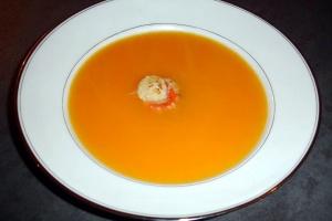 Krem supe me karota dhe kerri