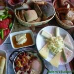 Byrek dhe simite të gatuara në kuzhinën tuaj