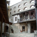 1580, the monastery simonopetra suffered total destruction by fire killing many of the monks