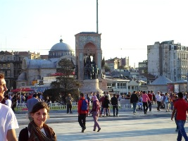 Taksim square_balkon3