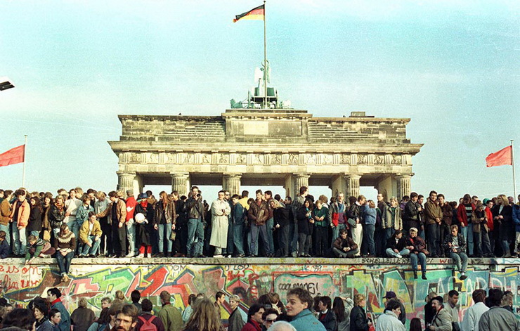 WEST BERLIN CITIZENS HOLD VIGIL ATOP THE BERLIN WALL - FILE PHOTO.