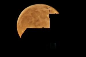 Полна месечина над Скопје