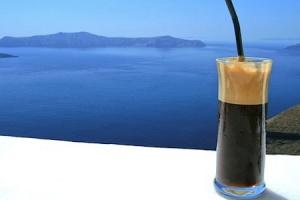 Кафе со мраз  – како да се преживее денот на грчки начин