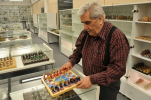 Турски бизнисмен – светски рекордер во број на шаховски комплети