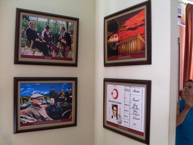 Слики во Музејот во Битола