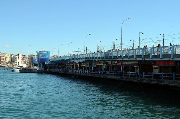 Мостот Галата – Горе рибари, доле рибни ресторани