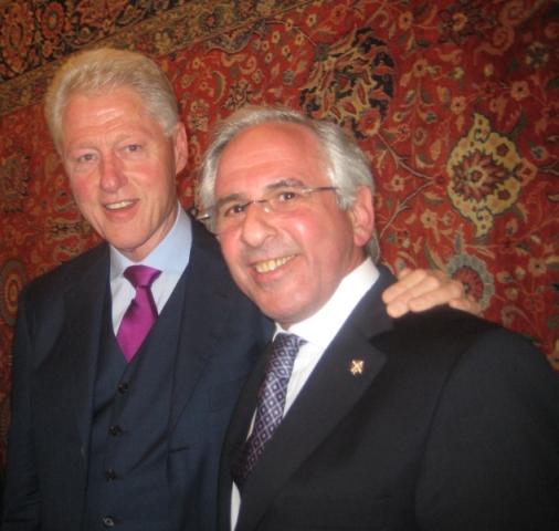 Аки и Бил Клинтон